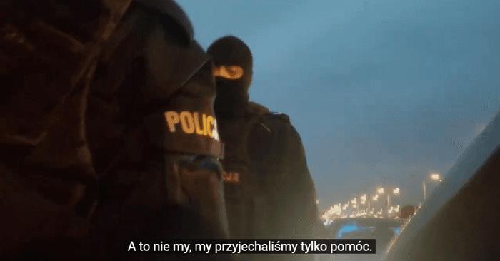Pruszkowska Policja podczas nielegalnego zatrzymania uczestników Strajku Kobiet