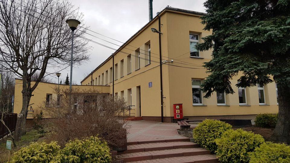 Szkoła Podstawowa Im Jana Pawła II W Michałowicach